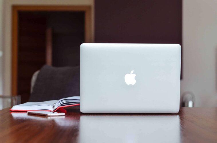 how long do MacBooks last on average